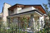 Seriate alle porte di Bergamo con vista su Città Alta, porzione di villa bifamiliare con finiture di altissimo pregio, 2 piani abitativo oltre seminterrato, giardino piantumato su tre lati di circa 150.- (SENZA COSTI DI AGENZIA) in Vendita