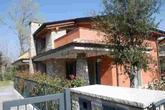 Seriate, alle porte di Bergamo con vista su Città Alta, vendiamo porzione di villa bifamiliare, 2 piani abitativi oltre seminterrato, finiture di pregio, giardino piantumato su tre lati di circa 150 mq.- (SENZA COSTI DI AGENZIA) in Vendita