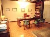 Bergamo via XX Settembre vendiamo, in prestigioso contesto residenziale, ufficio di circa mq 139, 4 ampi locali + servizi. Termoautonomo. in Vendita
