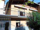 Gazzaniga Via Manzoni, In posizione centralissima vendiamo introvabile porzione di casa cielo/terra completamente indipendente, disposta su 2 piani di circa mq. 260,00 commerciali in Vendita