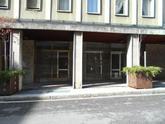 Gazzaniga via Angelo Roncalli vendiamo negozio con due vetrine di circa mq 95,00 e sottostante magazzino e bagno di mq 60,00 in Vendita