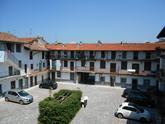 Bergamo via Rampinelli vendiamo appartamento in case di ringhiera completamente da ristrutturare di circa mq 135,00 commerciali, posto al piano secondo e ultimo in Vendita