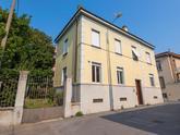 Bergamo laterale di via Camozzi, Ampio ufficio in zona strategica adiacente il centro città, con numerosi parcheggi in zona, mezzi di trasporto pubblici e posto in riservata e tranquillissima strada laterale. in Vendita