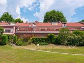 Almenno san Bartolomeo (Bg), Prestigiosa villa a schiera centrale situata all'interno del Residence il Querceto Del Golf, a soli 20 minuti da Bergamo città ed i relativi servizi. in Vendita